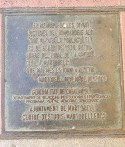 Placa de llautó col•locada en 2005 com a commemoració